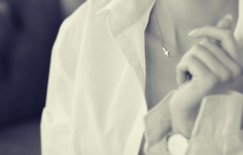 collar-cruz-plata-joya-oficina